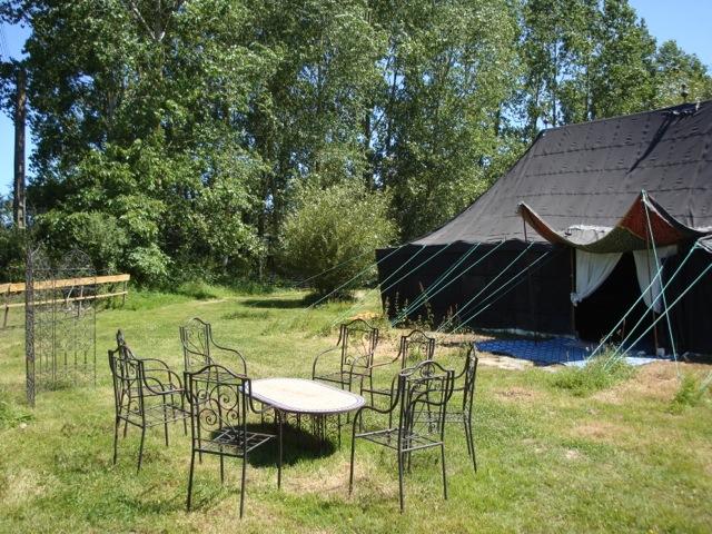 tentes marocaines location de tente et roulotte meubl es et quip es dinan c tes d 39 armor. Black Bedroom Furniture Sets. Home Design Ideas